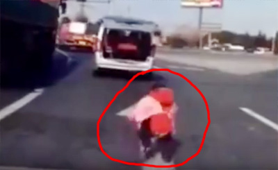Horrifying footage shows boy falling out of boot of moving car and the driver doesn't notice