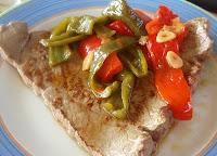 filete con pimientos rojos y verdes