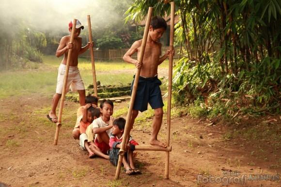 Permainan Tradisional Egrang