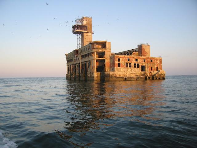 Sovyet Terkedilmiş Dolum Merkezi | Hazar Denizi - Kaspiysk, Rusya