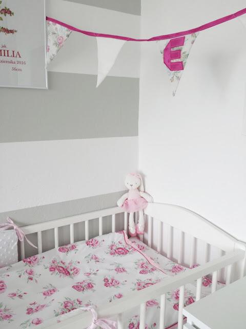 Girlanda dla dziewczynki, różowa girlanda, kącik niemowlęcy, kącik dla dziewczynki,  pościel w różyczki, pluszowy królik