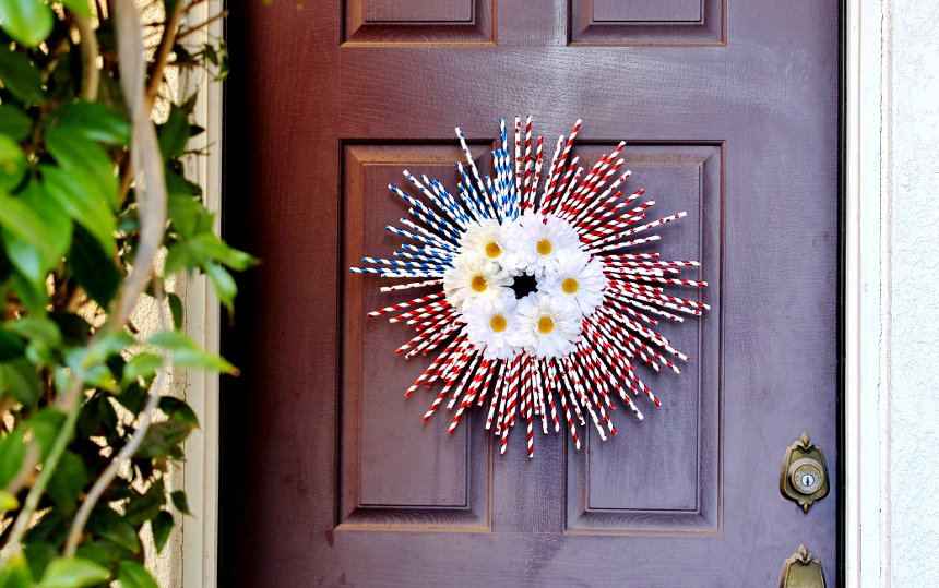 Patriotic Straw Wreath- 4th of July Ideas For Dollars- #99YourFourth #DoingThe99 #AD