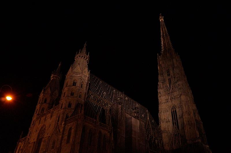 Abend/ Nacht in Wien: Beleuchteter Stephansdom