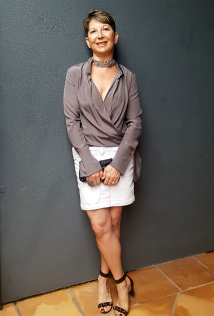 I AM WEARING WHITE DENIM SKIRT|DOVE GREY BLOUSE|CHOCKER