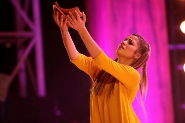 Páginas De Amor: A Dança Espontânea E A Liturgia Fechada