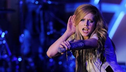 VOGUE: ¡Avril Lavigne llevará el 'Head Above Water Tour' a Taipei en mayo!