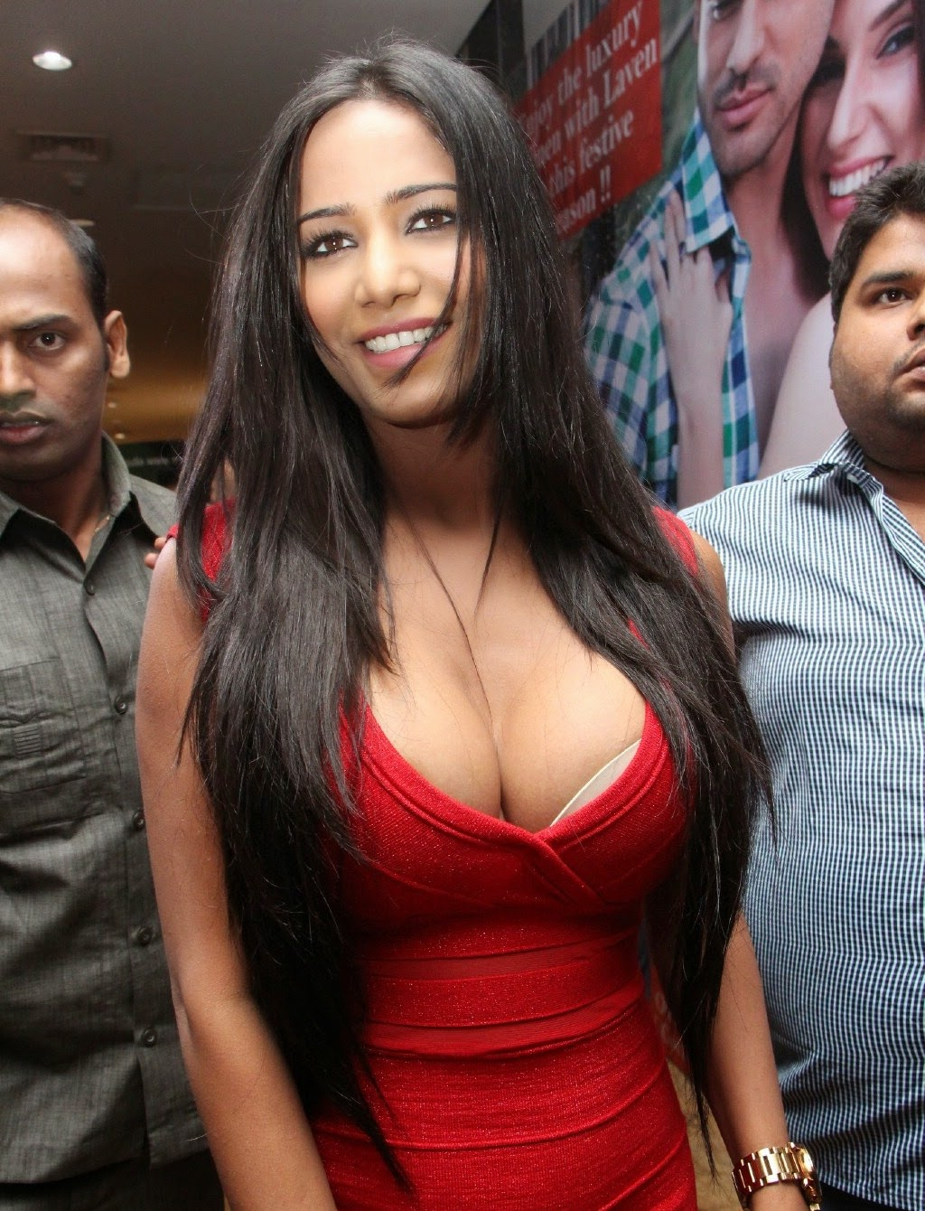 Poonam Pandey Hot Photos in Red Dress at Malini & Co ...