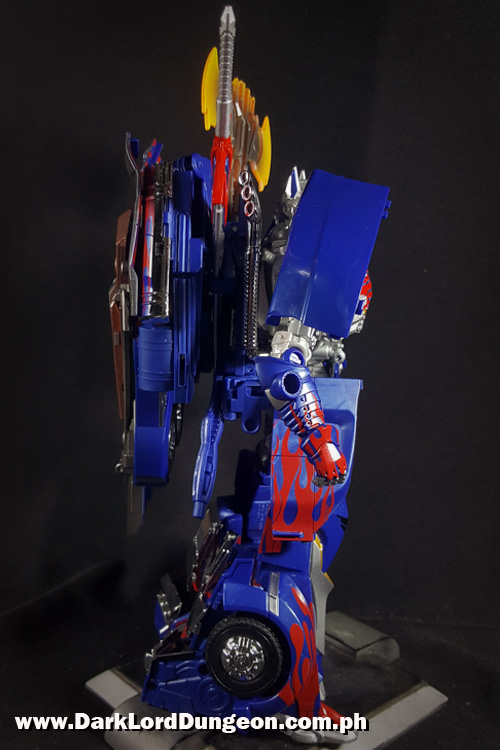 Takara TLK-15 Calibur Optimus Prime  Side view