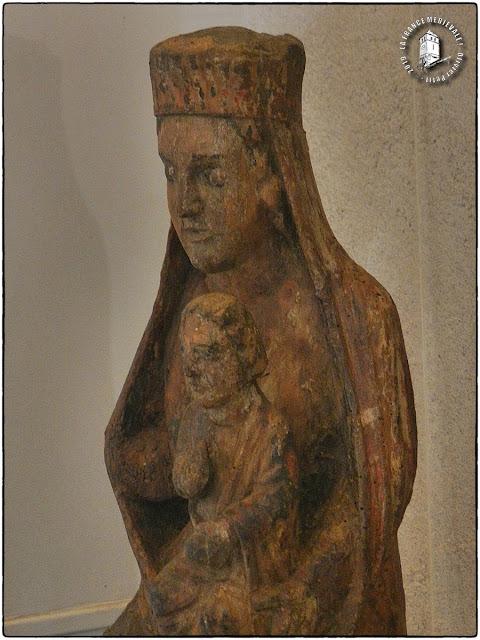DIJON (21) - Musée archéologique : Vierge à l'Enfant d'Ouges (XIIe-XIIIe siècles)