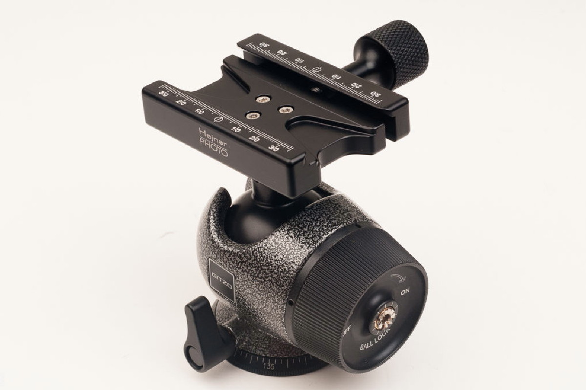 Hejnar PHOTO F-GH2780QR QR Clamp on Gitzo GH2780QR Ball Head - side