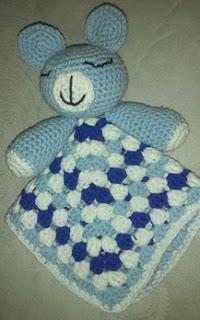 http://crocheteandoconimaginacion.blogspot.com.es/2014/03/tutorial-manta-de-apego-osito-amigurumi.html