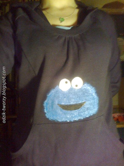 Przeróbka bluzy z lumpeksu - malowany Ciasteczkowy Potwór