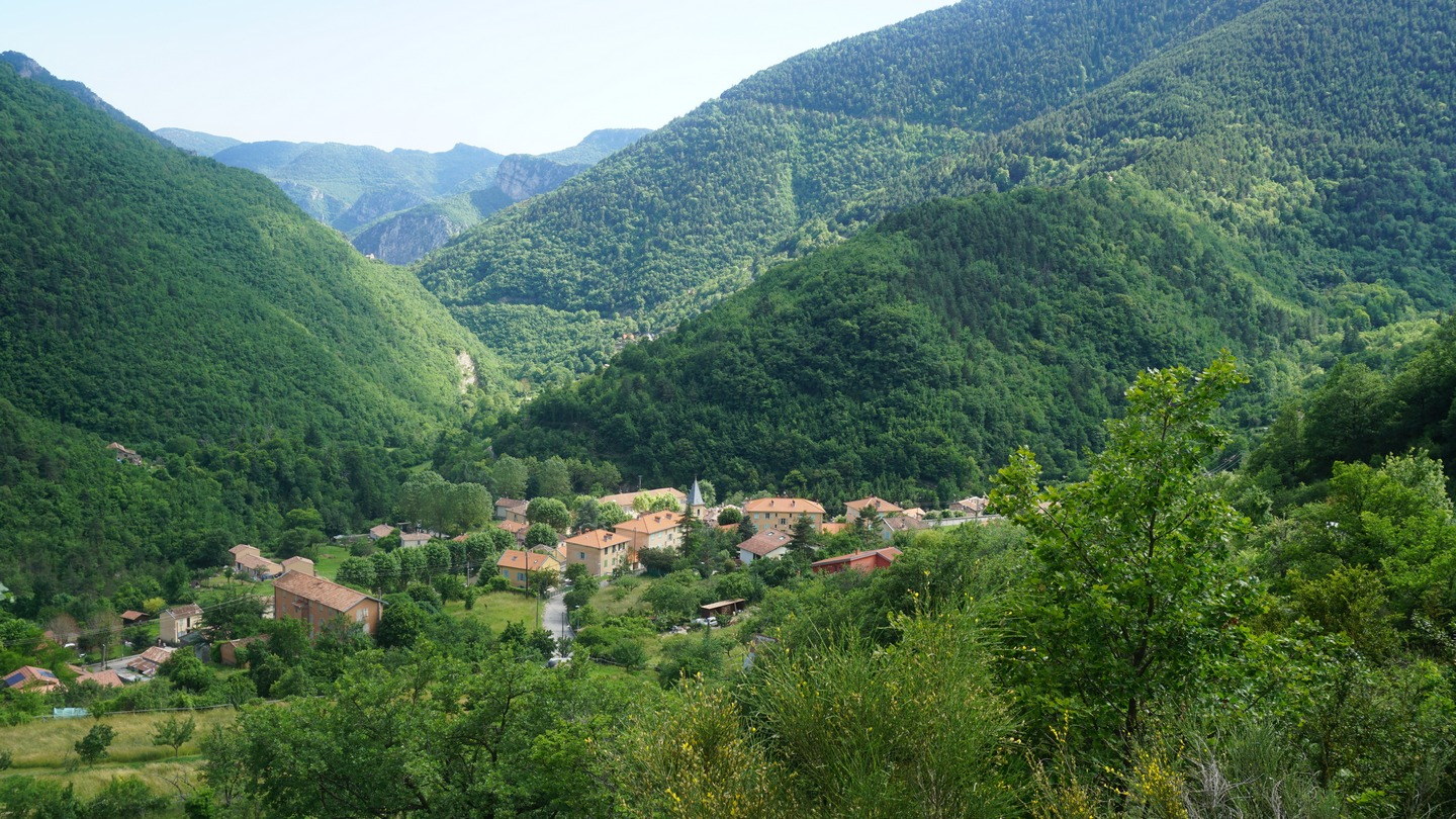 Moulinet seen from the GR52A trail