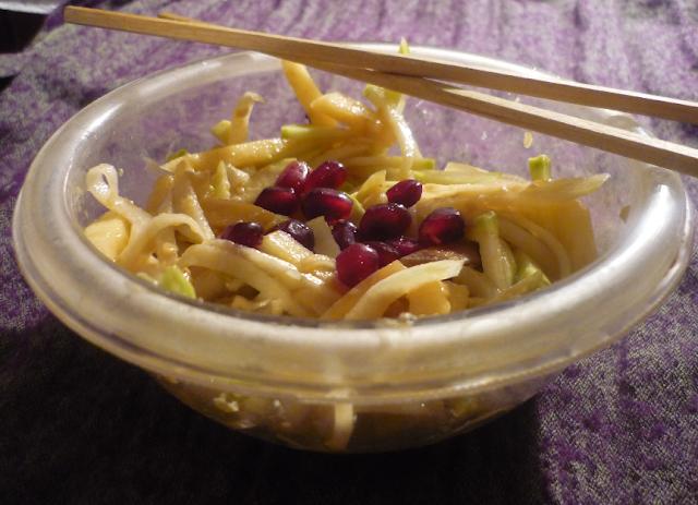 https://cuillereetsaladier.blogspot.com/2013/03/salade-japonisante-chou-rave-et-pomme.html