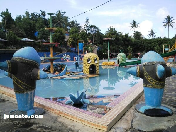 kolam renang bertema buah