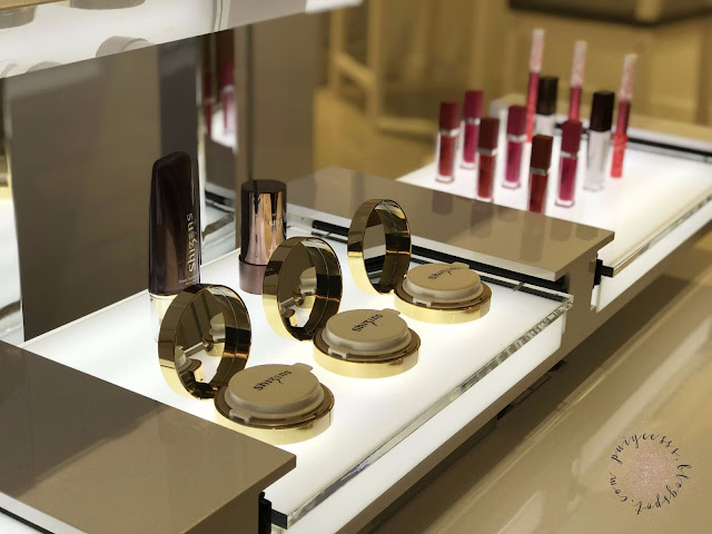make-up-product-display