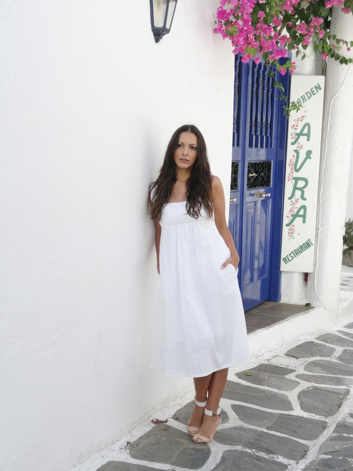 שמלה לבנה מיקונוס