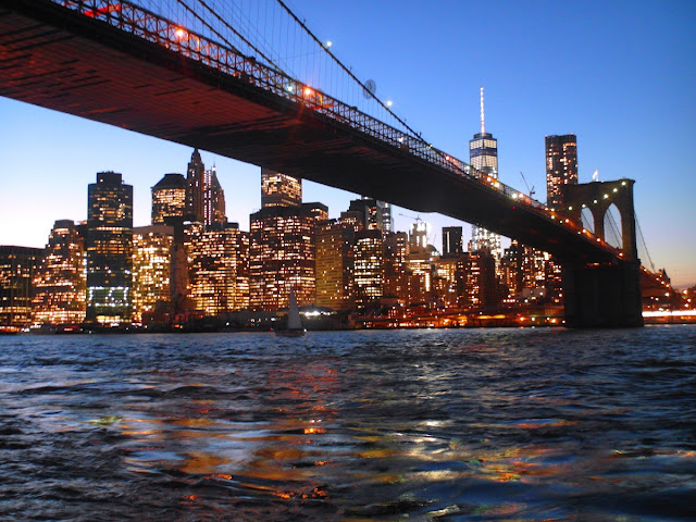 Brooklyn Bridge by night - New York