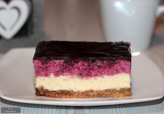 ciasto z czarna porzeczka i masa budyniowa