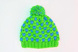 Imagen Gorro de navidad original a crochet azul y verde 1