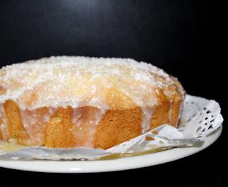 Užpiltas obuolių pyragas