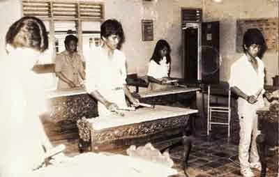 Fenomena Gaya Siswa-Siswi Anak Sekolah - Seragam SMA Era 70-an Masih jadul