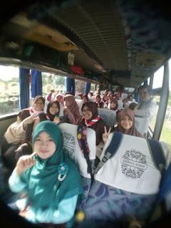 Sedang berada dalam bus menuju ke Lembah Harau