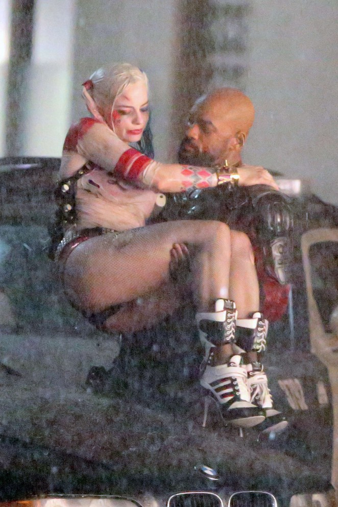 margot robbie sexy harley quinn outfit 05