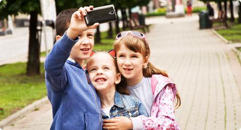 دراسة حديثة تحذّر التقاط الصور بكثرة تمحو الذكريات