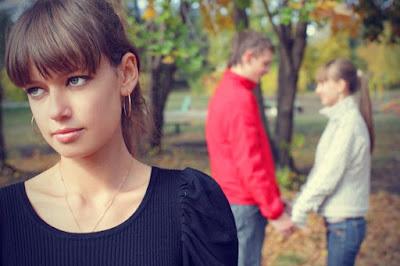 3 Hal Yang Harus Anda Lakukan Saat Mantan Kekasih Menikah