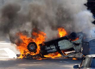 पश्चिमी बंगाल :बीजेपी की रैली में कार्यकर्ताओं से मारपीट और बसो में लगाई आग।