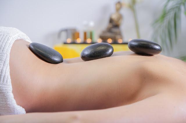 Benessere: il massaggio hot stone