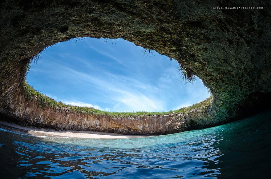 أغرب 10 شواطئ في العالم يجب عليك زيارتها 2