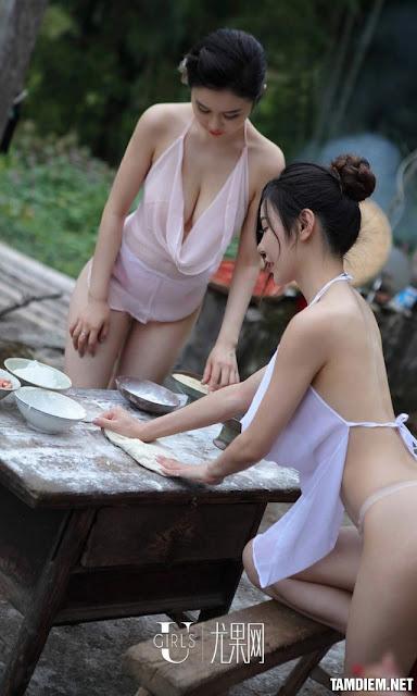 Hot girls Beautiful sexy girls bathing in the river 3