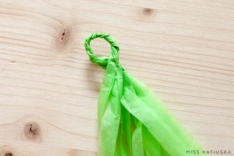 paso 8 diy guirnalda papel de seda