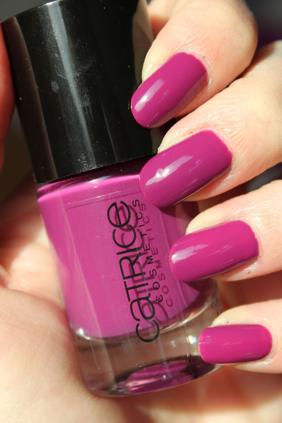 http://lacquediction.blogspot.de/2014/02/catrice-ultimate-nail-lacquer-53-inner.html