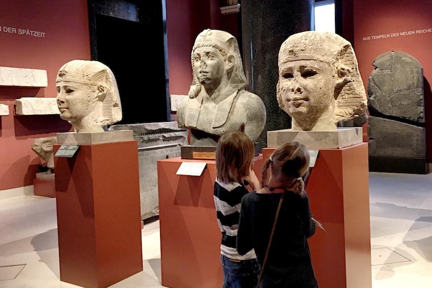 Kinder in der Ägyptisch-Orientalische Sammlung