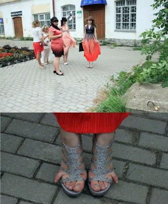 Frauen zu enge Schuhe - lustig - schmerzende Füße