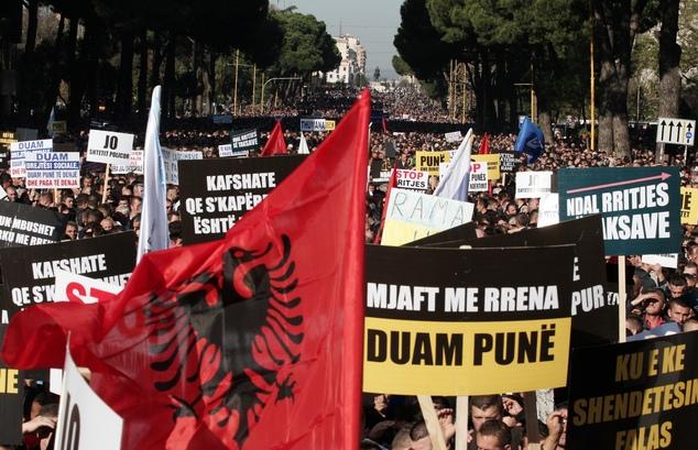 Αντιμέτωπη με μεγάλη εσωτερική αστάθεια η Αλβανία