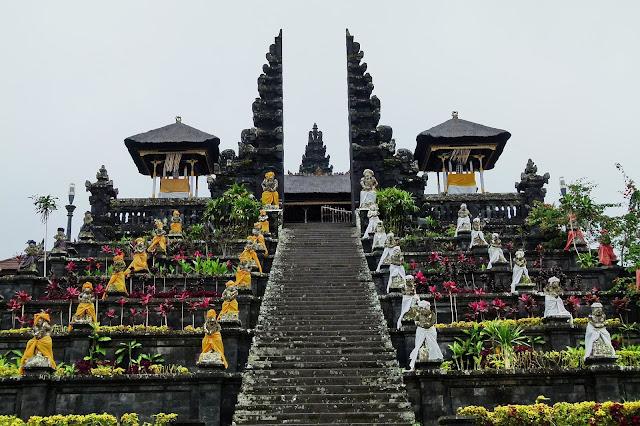 Pura Besakih di Pulau Bali