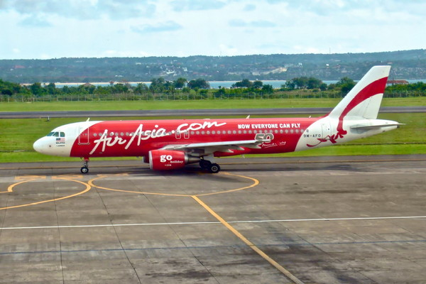 Air Asia merupakan salah satu dari daftar maskapai penerbangan yang ada di indonesia