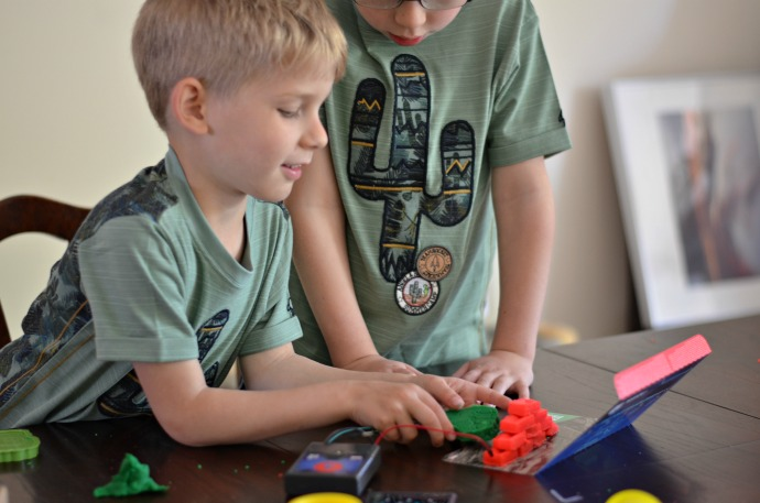 Electro Hero, electric circuits for kids, superhero electrics, themummyadventure.com