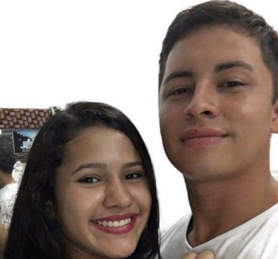 On April 26th, Andy Fuentes posted a selfie photo of himself with his girlfriend. - Selfie Of A Woman With Two Faces Is Terrifying Twitter Today.