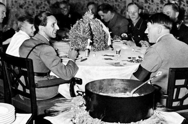 Kisah Ngeri Wanita Tukang Rasa Makanan Hitler