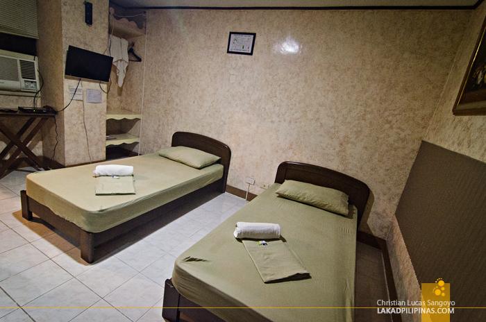 Plaza Maria Luisa Suites Inn Room