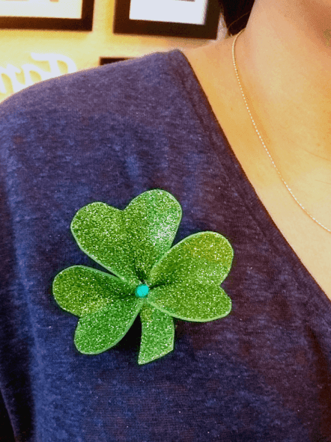 diy st patricks day shamrock pin craft