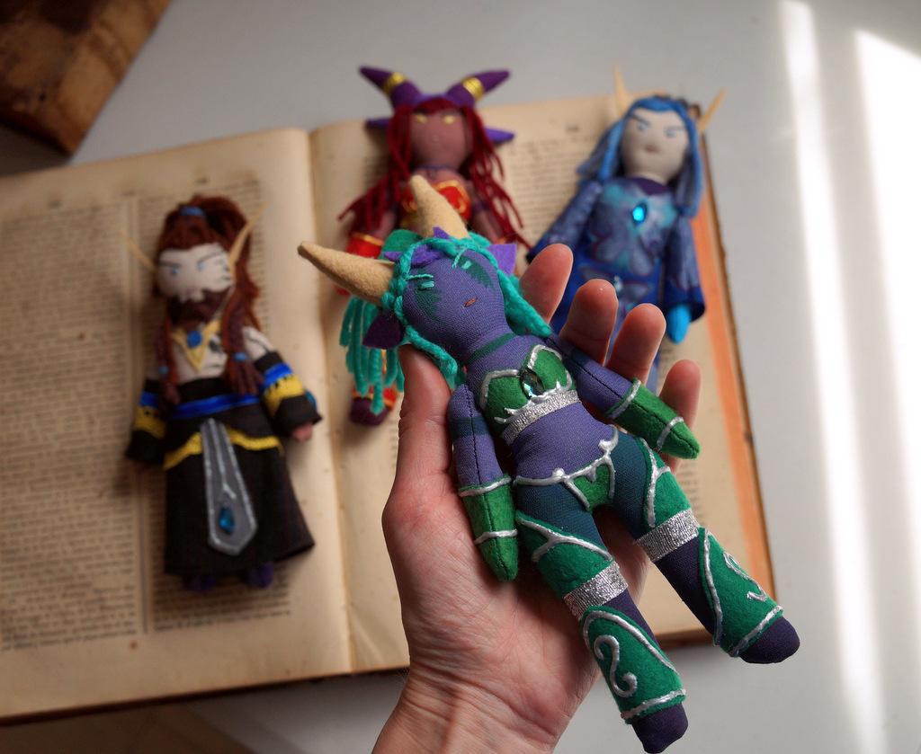 Muñecos de Nozdormu, Ysera, Alextrasza y Malygos.