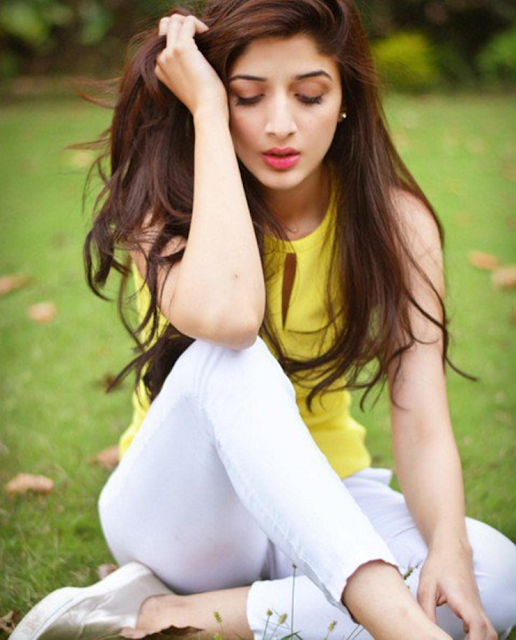 Pakistani Actress Mawra Hocane HD Wallpapers Photo Images
