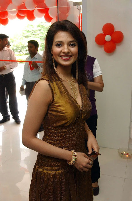 saloni in golden dress hot images
