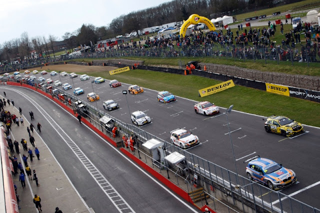 The record 32-car grid entertained huge crowds in Kent